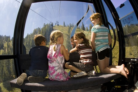 Image: Kids in Aspen's Silver Queen Gondola